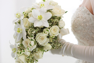 ブーケを持つ花嫁の写真素材 [FYI00154082]