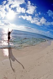 沖縄の青い海の写真素材 [FYI00154088]