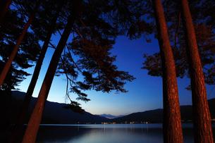 美しい湖、木崎湖の写真素材 [FYI00154099]