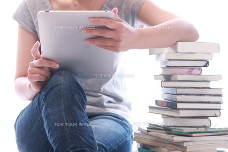 タッチパネルで電子書籍の写真素材 [FYI00154108]