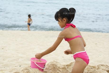 砂遊びの写真素材 [FYI00154187]