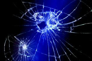 割れたガラスの写真素材 [FYI00154240]