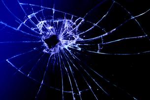 割れたガラスの写真素材 [FYI00154261]
