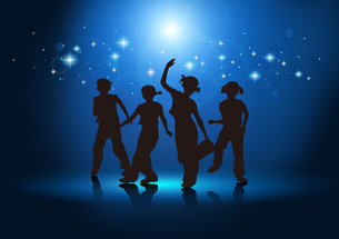 Boys and girls dancingの写真素材 [FYI00154359]