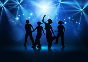 Boys and girls dancingの写真素材 [FYI00154374]