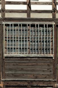 小屋の窓ガラスの写真素材 [FYI00154968]
