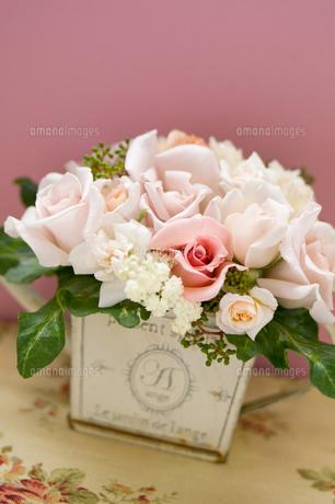 薔薇のアレンジメント2の写真素材 [FYI00155942]