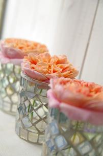 薔薇とキャンドルホルダーの写真素材 [FYI00155961]