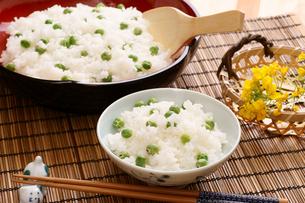 えんどうの豆ご飯の写真素材 [FYI00156111]