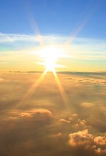 富士山山頂 御来光の写真素材 [FYI00156150]