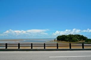 沖縄 西表島 ドライブ途中の風景の写真素材 [FYI00156176]