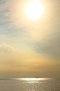 夕焼けに色づく静かな館山の海の写真素材 [FYI00156186]