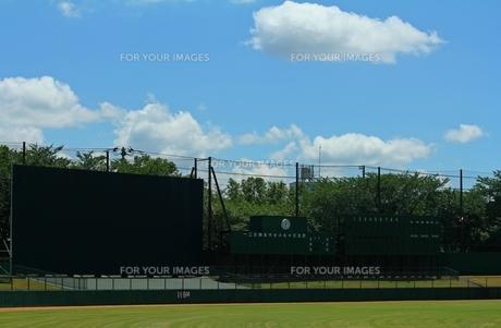 野球場 スコアボードと青空の写真素材 [FYI00156192]