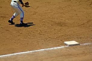 三塁ベース 俺が守るの写真素材 [FYI00156207]