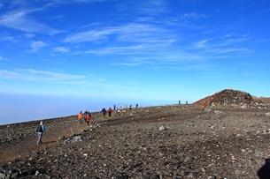 富士登山 お鉢巡り 剣が峰への写真素材 [FYI00156216]
