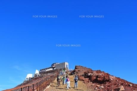 富士登山 もうすぐ剣が峰の写真素材 [FYI00156228]