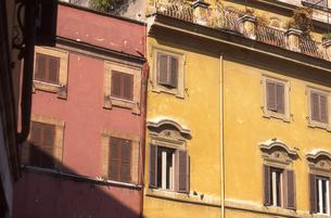 フィレンツェのカラフルな住居の素材 [FYI00156391]