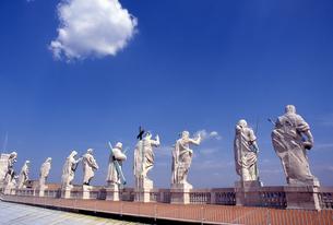 バチカン宮殿の聖人像の写真素材 [FYI00156410]