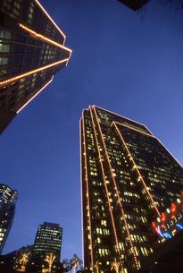 サンフランシスコの電飾されたビルの写真素材 [FYI00156441]