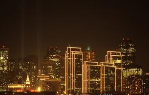サンフランシスコの電飾されたビル群の素材 [FYI00156447]