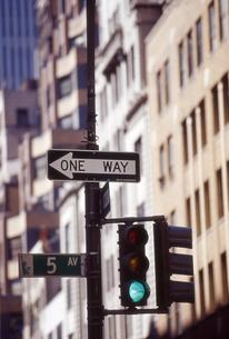 一方通行の標識の写真素材 [FYI00156479]