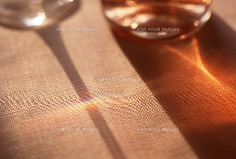 グラスの影の素材 [FYI00156493]