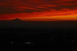 夕焼けの富士山の写真素材 [FYI00163745]