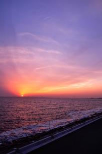 ある夕方の海の写真素材 [FYI00164463]