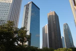 ビル街の青い空の写真素材 [FYI00164639]