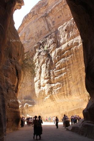 断崖絶壁ーペトラ遺跡ーヨルダンの写真素材 [FYI00164691]