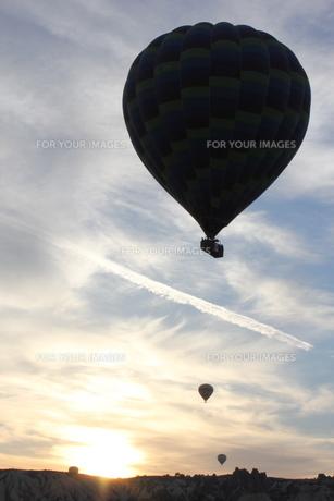 カッパドキアにて気球三兄弟の写真素材 [FYI00164706]