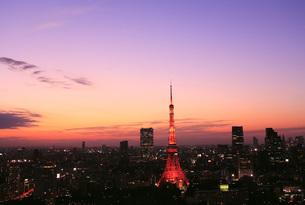 夕焼けと東京タワーの写真素材 [FYI00165765]