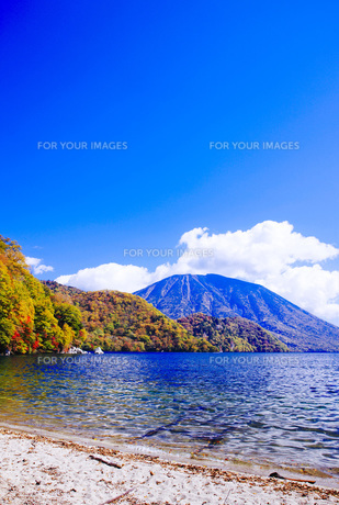 秋の日光中禅寺湖と男体山の素材 [FYI00166048]