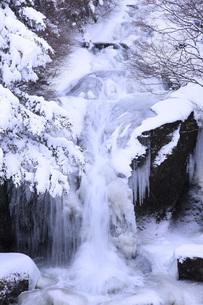 栃木県・奥日光竜頭の滝の雪景色の写真素材 [FYI00166078]