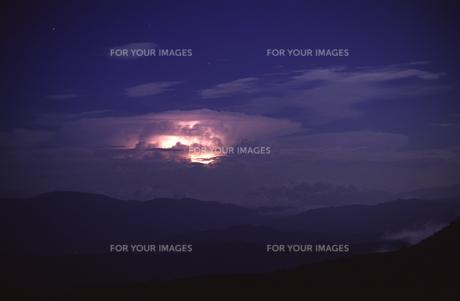 乗鞍岳中腹から雷雲を望むの写真素材 [FYI00166173]