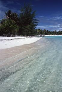 タヒチ・ボラボラ島 無人島にピクニックの写真素材 [FYI00166174]