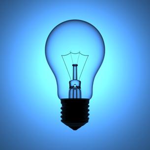 ブルーの背景と電球の写真素材 [FYI00166273]