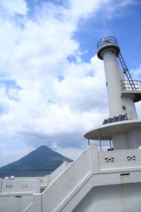 桜島の見える灯台の写真素材 [FYI00166412]