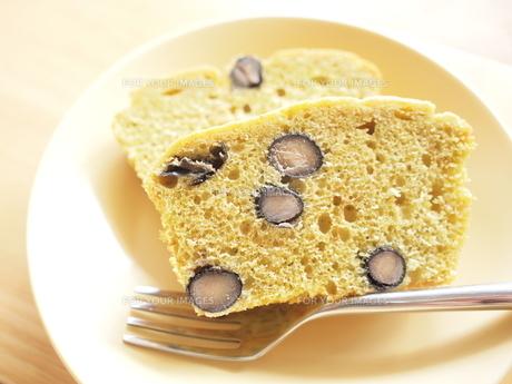 手作り黒豆ケーキの写真素材 [FYI00166620]