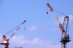 建設用クレーン2基の写真素材 [FYI00166644]