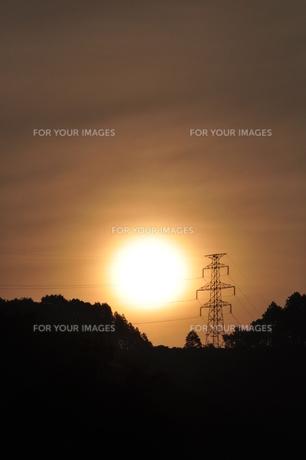 朝日と鉄塔の素材 [FYI00167571]