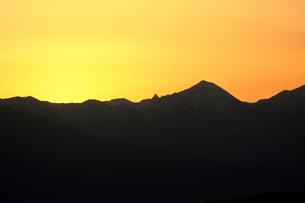 夕焼の稜線の写真素材 [FYI00168313]