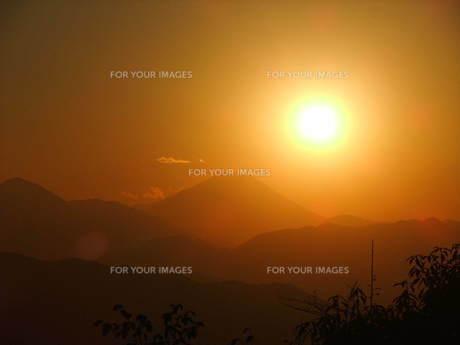 夕陽と富士山の写真素材 [FYI00168475]