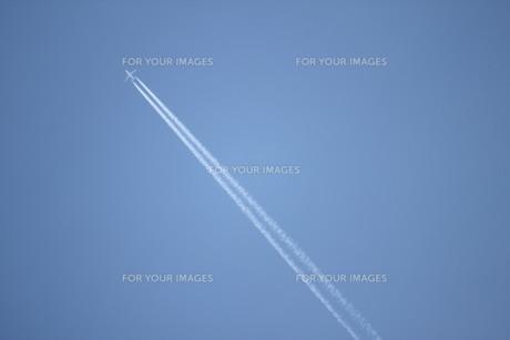 飛行機雲の素材 [FYI00168476]