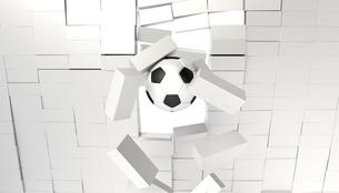 ブロックを突き破るサッカーボールの写真素材 [FYI00168477]