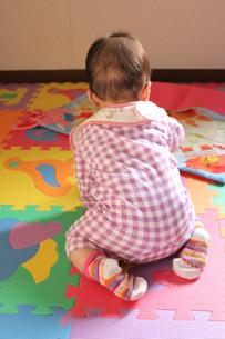 赤ちゃんの後ろ姿の素材 [FYI00168488]