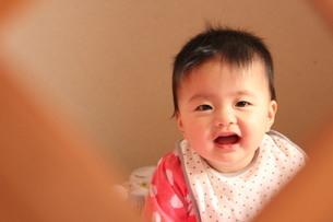 赤ちゃんの笑顔の素材 [FYI00168520]