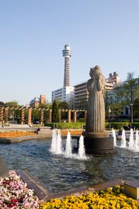 山下公園とマリンタワーの写真素材 [FYI00168664]