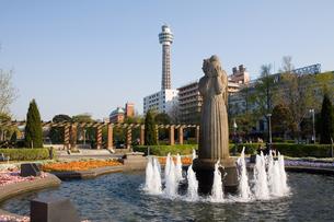 山下公園とマリンタワーの写真素材 [FYI00168671]