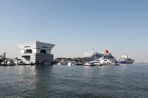 横浜港と大桟橋の写真素材 [FYI00168672]